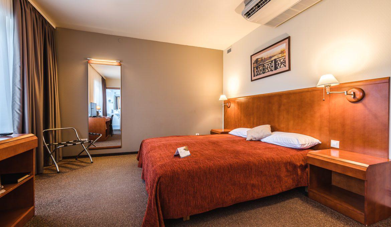 Vienvietīgs Bizness klases numuriņš ar divguļamo gultu